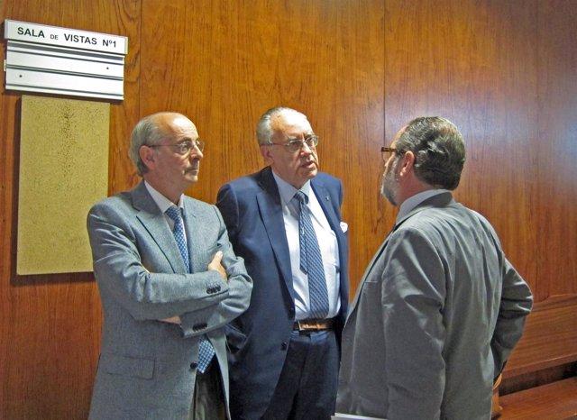 Luis Alberto Samaniego, primero por la izquierda, el día de su declaración.