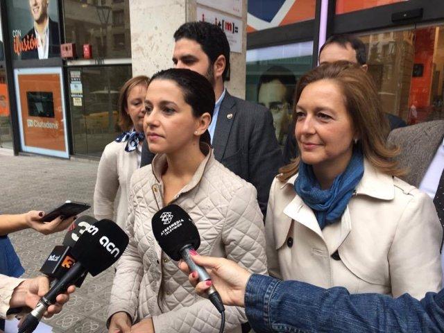 Inés Arrimadas (C's) atiende a los medios el día de la Hispanidad.