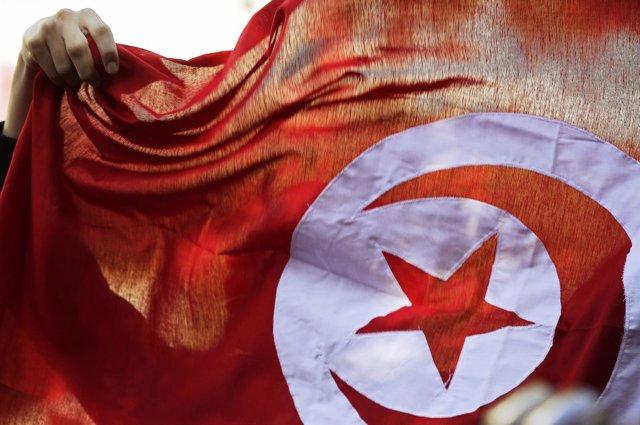 Bandera de Túnez durante una protesta