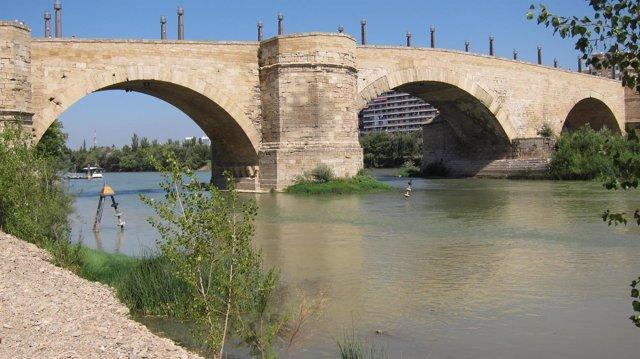 Puente de Piedra, sobre el río Ebro en Zaragoza