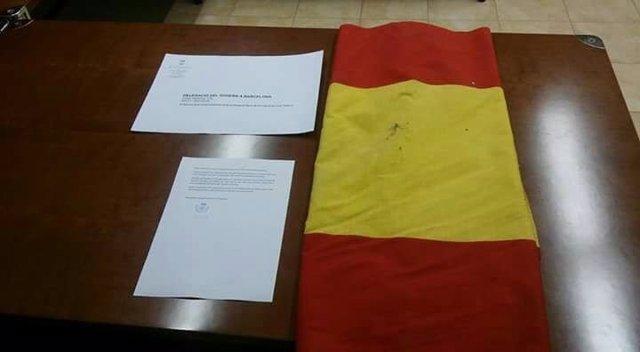 Bandera y carta a Llanos de Luna del Ayuntamiento de Viladamat (Girona)