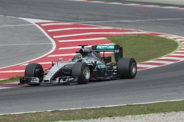 Nico Rosberg hace pruebas en Montmeló de los neumáticos Pirelli