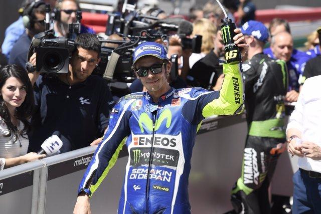 Valentino Rossi celebrando el resultado del GGPP de Italia 2016