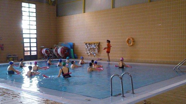 Imagen de una de las clases de natación del programa