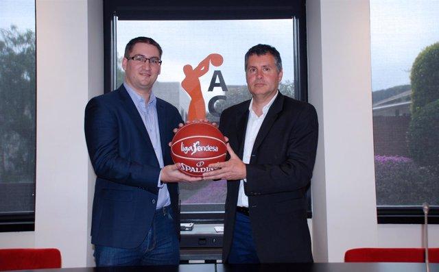 Ben Turner, de Genius Sport, y Joan Manuel Carreras, de ACB