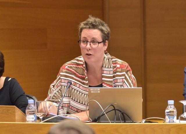 María José Mira en la Comisión de las Corts