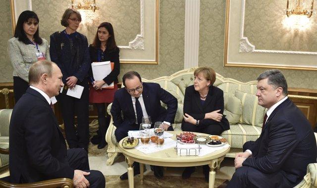 Hollande, Merkel, Putin y Poroshenko acuerdan el alto el fuego