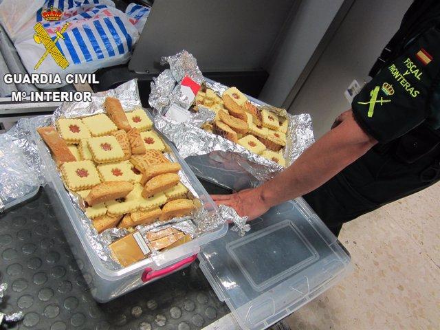 Tabaco camuflado en cajas de galletas