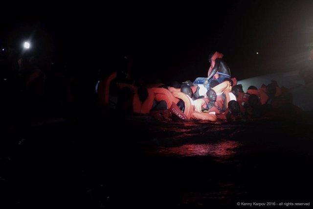 Naufragio de una embarcación con inmigrantes en el Mediterráneo