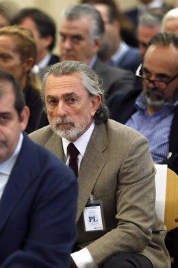 El extesorero del PP Luis Bárcenas (c), junto a Francisco Correa (abajo)
