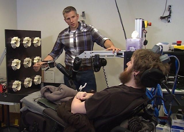 Tetrapléjico- tacto brazo robótico