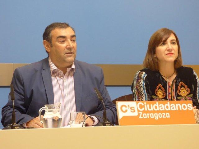 El concejal de C's Alberto Casañal y la portavoz Sara Fernández de Ciudadanos