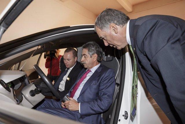 Revilla inaugura en La Lechera la Feria del Vehículo de Ocasión