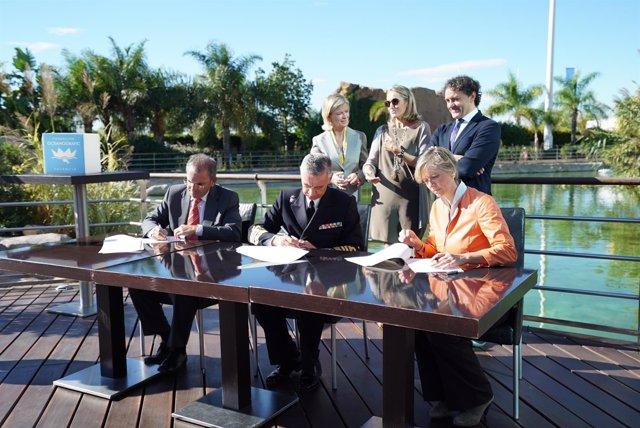 Firma entre la Fundación Oceanogràfic y el JEMAD