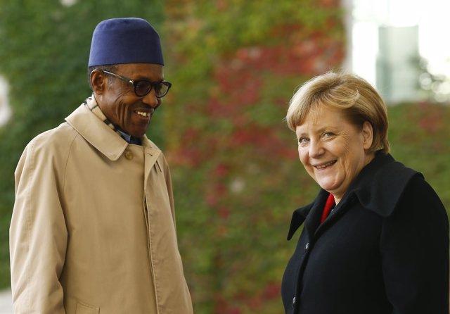 Buhari y Merkel durante un encuentro en Berlín