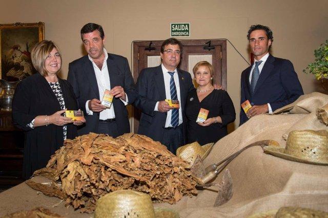 Vara, en la presentación de 'Quercus', primer marca de tabaco extremeña