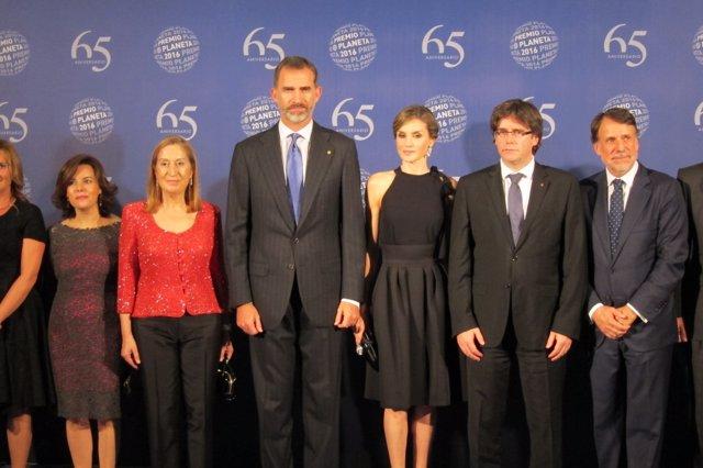 Premio Planeta 2016 con los Reyes, el pte.C.Puigdemont, la pta.Del Congreso A.Pa