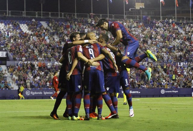 El Levante celebra uno de sus goles