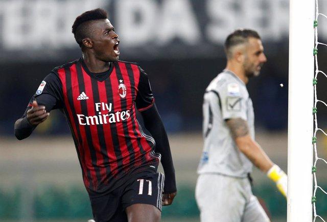 M'baye Niang Marca Un Gol Para El AC Milan Contra El Chievo Verona