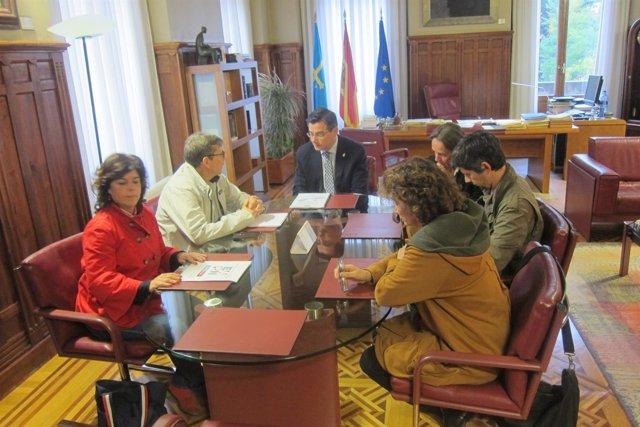 Pedro Sanjurjo reunido con los representantes de la EAPN-AS.