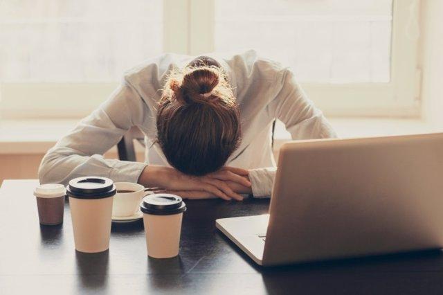 Dolor, sueño, depresión, café, cafeina, trabajo, mujer, cansancio