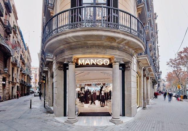 Tienda de Mango en la Rambla de Barcelona