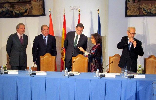 Autoridades en el pleno de la Comisión del VIII Centenario de la USAL