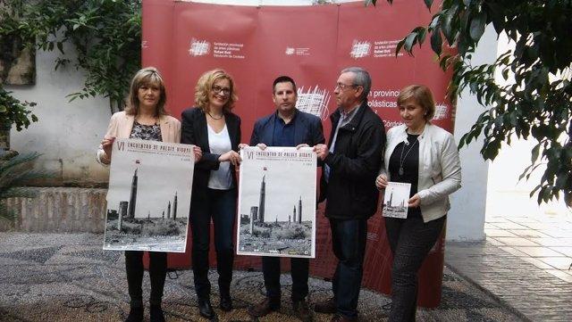 Ruz (centro), durante la presentación del Encuentro de Poesía Visual