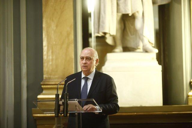 Jorge Fernández Díaz en el acto de entrega de condecoraciones a la Policía