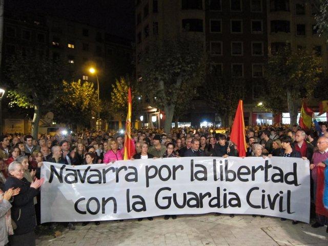 Concentración en Pamplona para apoyar a los guardias civiles agredidos