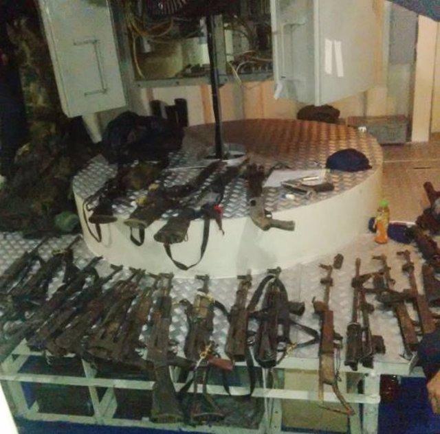 Entrega de armas de 24 integrantes del ELN