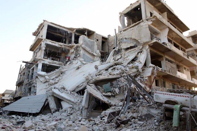 Edificio destruido por un ataque aéreo en la ciudad de Alepo