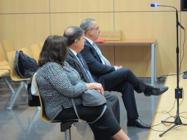 Olivas, en el centro, y Vicente Cotino al fondo