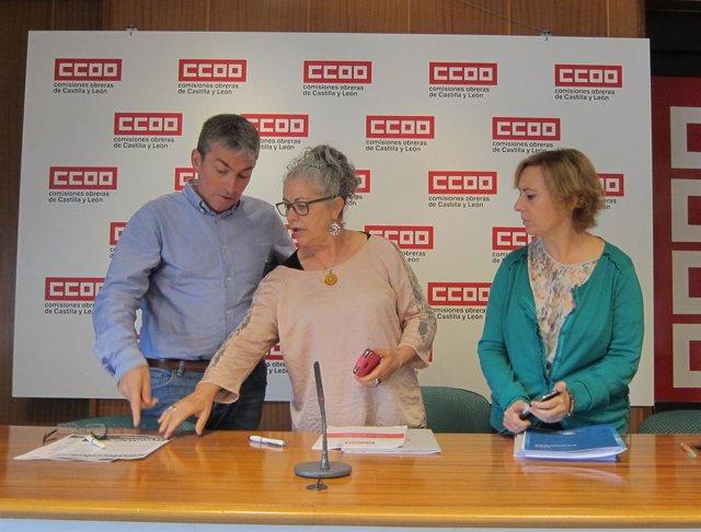 Luis Fernández Gamazo y Bernarda Gacía hablan en presencia de Elsa Caballero