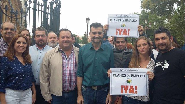 Maíllo, en una concentración con alcaldes de IU ante San Telmo