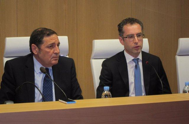 El nuevo gerente de Atención Primaria de Salamanca (derecha) junto al consejero