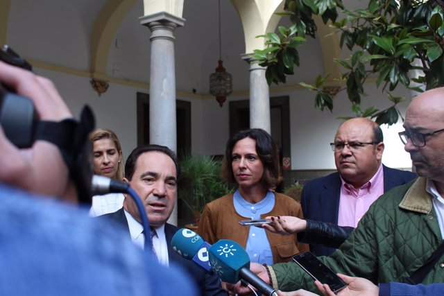 Valero, Díaz y Robles, en rueda de prensa en el Ayuntamiento de Granada