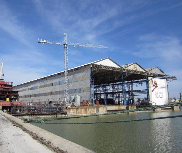 Astilleros en el Puerto de Sevilla.
