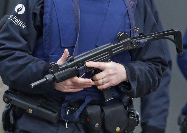 Policía belga durante la redada antiterrorista en Bruselas