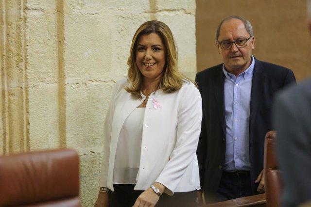 Susana Díaz, a su entrada al Salón de Plenos del Parlamento