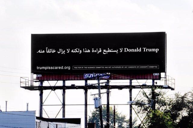 Cartel en árabe contra Donald Trump en Estados Unidos