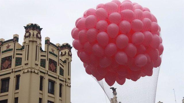 Suelta de globos en Valencia en el Día contra el Cáncer de Mama