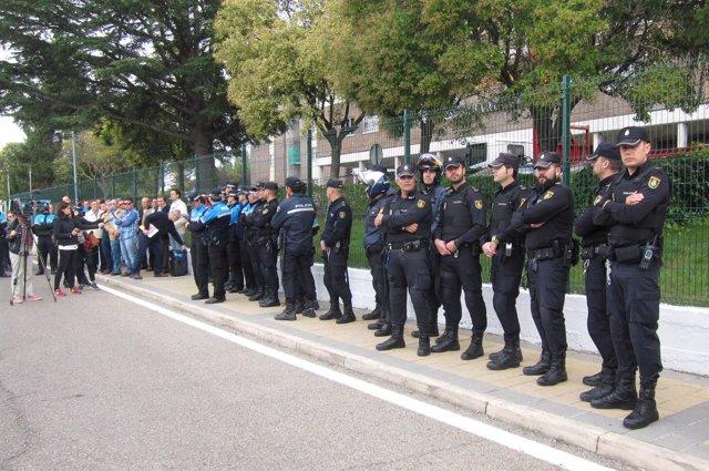 Concentración a las puertas de la Comandancia de Valladolid