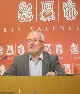 El portavoz de Podemos en las Corts, Antonio Montiel, en imagen de archivo