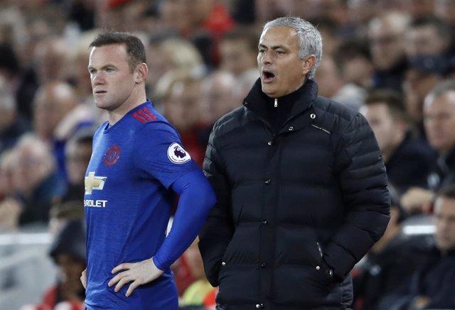 Wayne Rooney y José Mourinho en el Manchester United