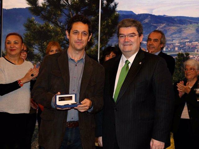 El alcalde con Ramón Pérez Parejo