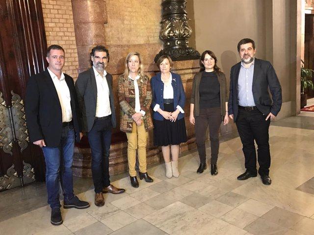 Entidades soberanistas se reúnen con la presidenta del Parlament Carme Forcadell