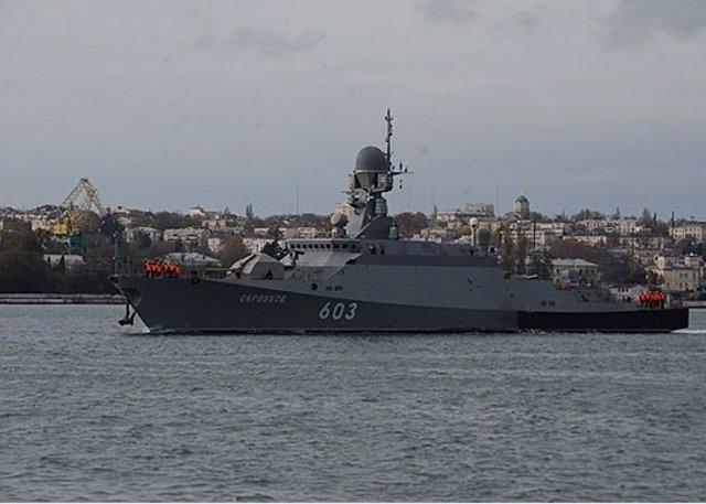 El buque lanzamisiles ruso Serpujov