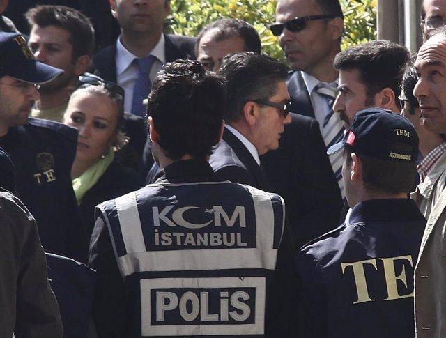 Detienen a ex militares turcos por golpistas