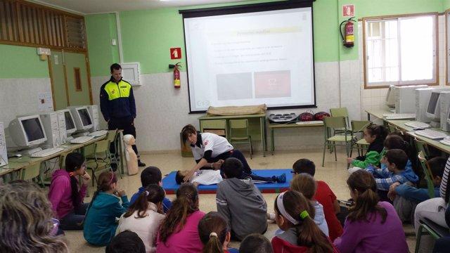 El SUC muestra a los escolares técnicas de primeros auxilios